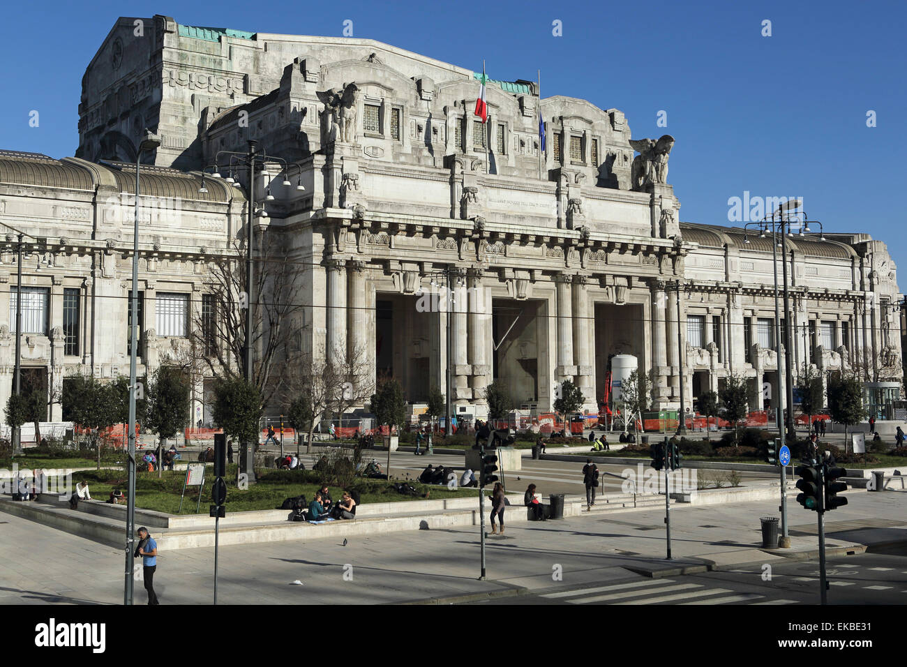 The facade of Milan central railway station (Milano Centrale), designed by Ulisse Stacchini, Milan, Lombardy, Italy - Stock Image