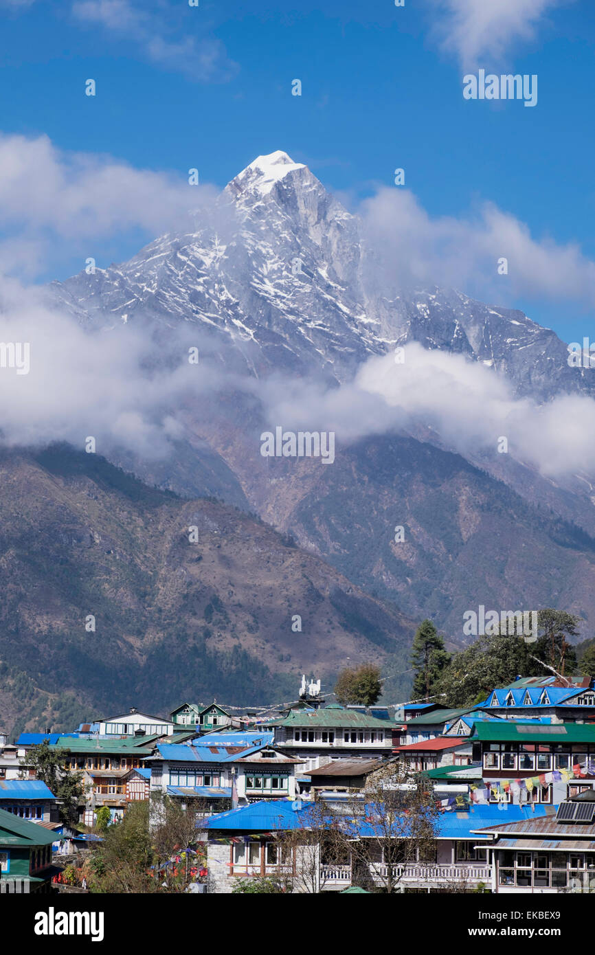 The town of Lukla beneath the Himalayan mountains, Nepal, Asia - Stock Image