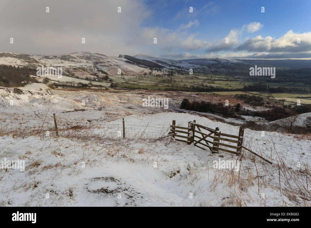 Hill snow over Back Tor and Lose Hill on the Great Ridge, from Mam Tor landslip, Castleton, Derbyshire, England, - Stock Image
