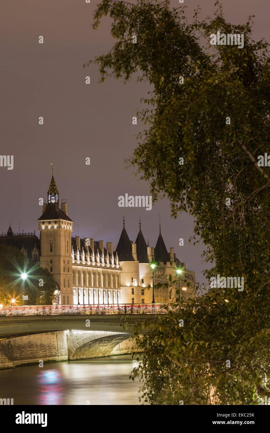 View of Musee de la Conciergerie and Pont au change at night, Paris, France - Stock Image