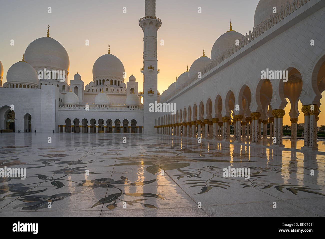 Sheikh Zayed Grand Mosque in Abu Dhabi - Stock Image