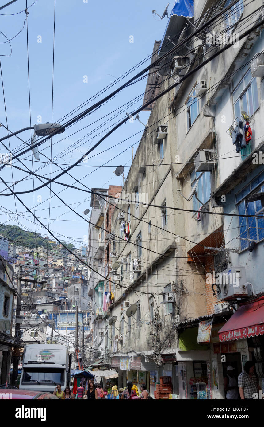 Messy overhead cabling and multi story buildings in the Rochina Favela, rio De Janerio, Brazil - Stock Image