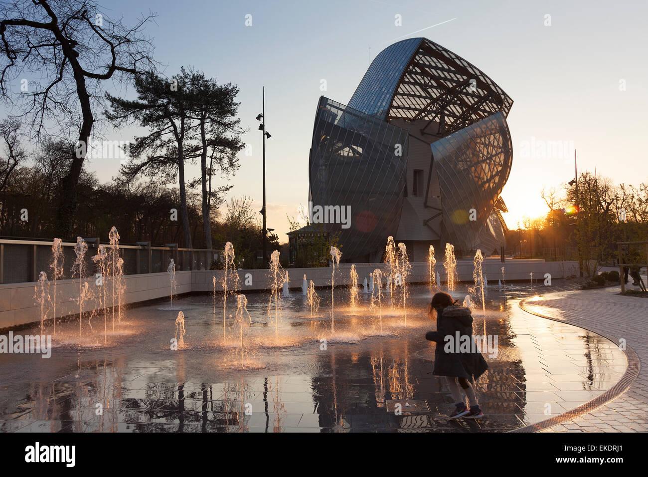 Louis Vuitton foundation, Bois de Boulogne, Paris, Ile-de-France, France - Stock Image
