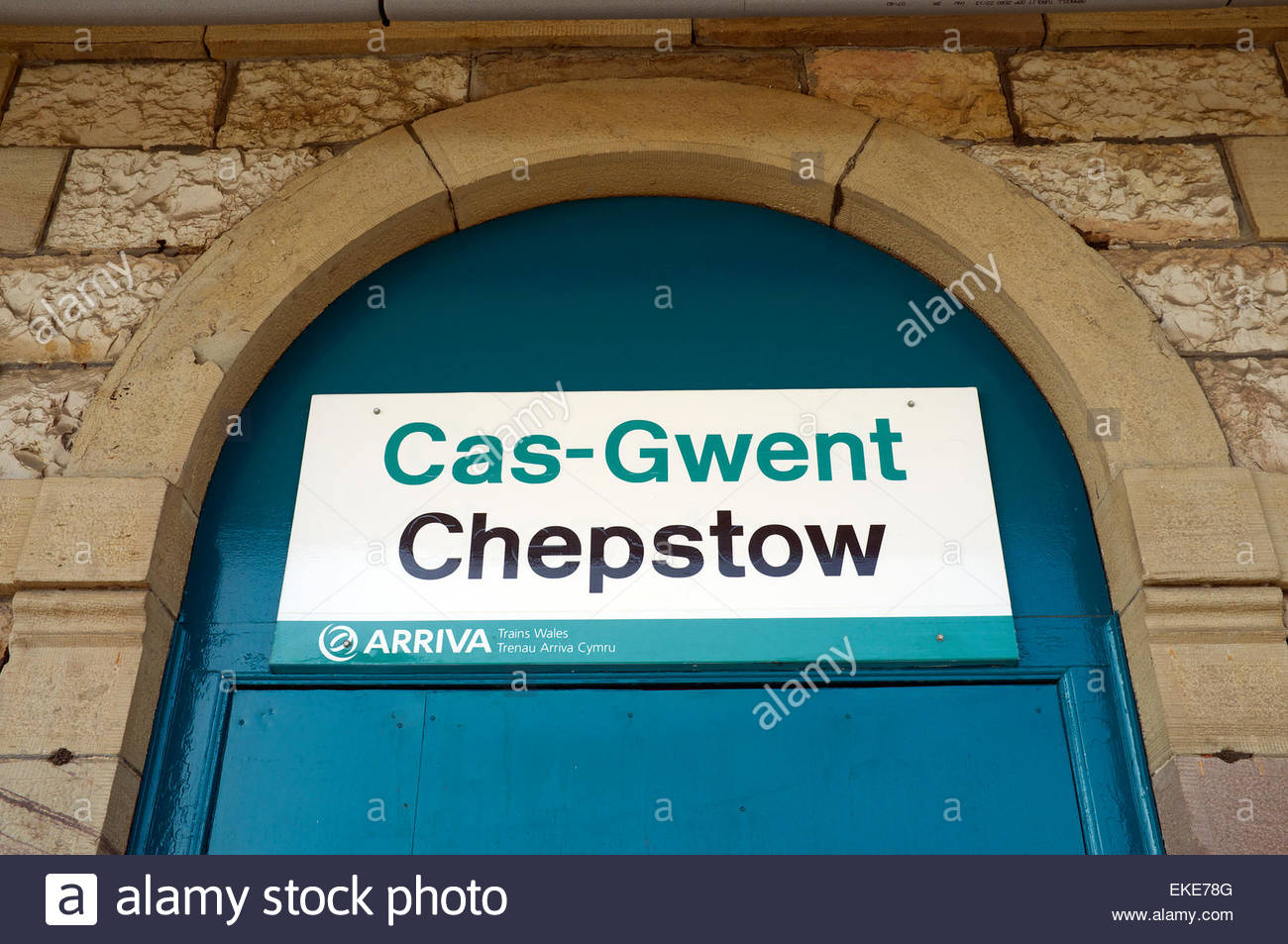 Cas-Gwent / Chepstow. Bilingual place name sign at the railway station. Chepstow, Gwent, Wales, UK. - Stock Image
