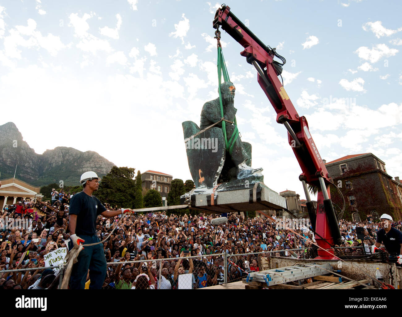 Removal of Cecil John Rhodes statue at the University of Cape Town campus. #FeesMustFall - Stock Image
