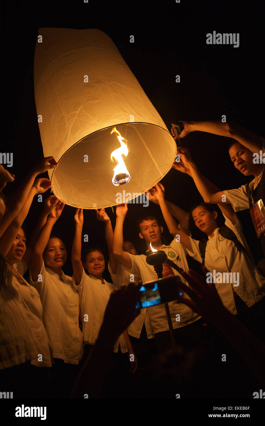 CHIANG MAI, THAILAND - OCTOBER 25, 2014: Group of young Thai people launch a sky lantern during the annual yipeng - Stock Image
