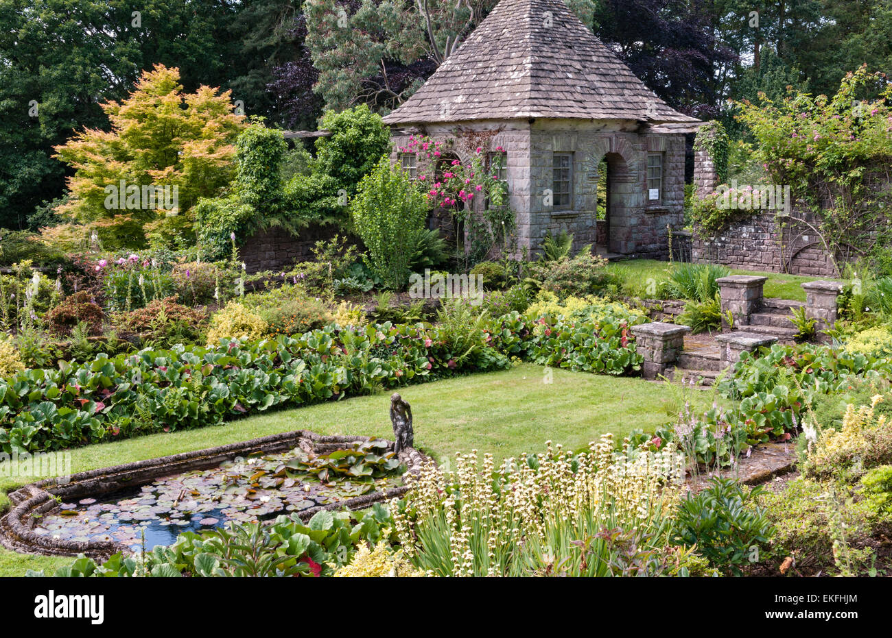 Wyndcliffe Court Gardens, Monmouthshire, Wales, UK. A 1922 Arts and Crafts house with gardens designed by Avray - Stock Image