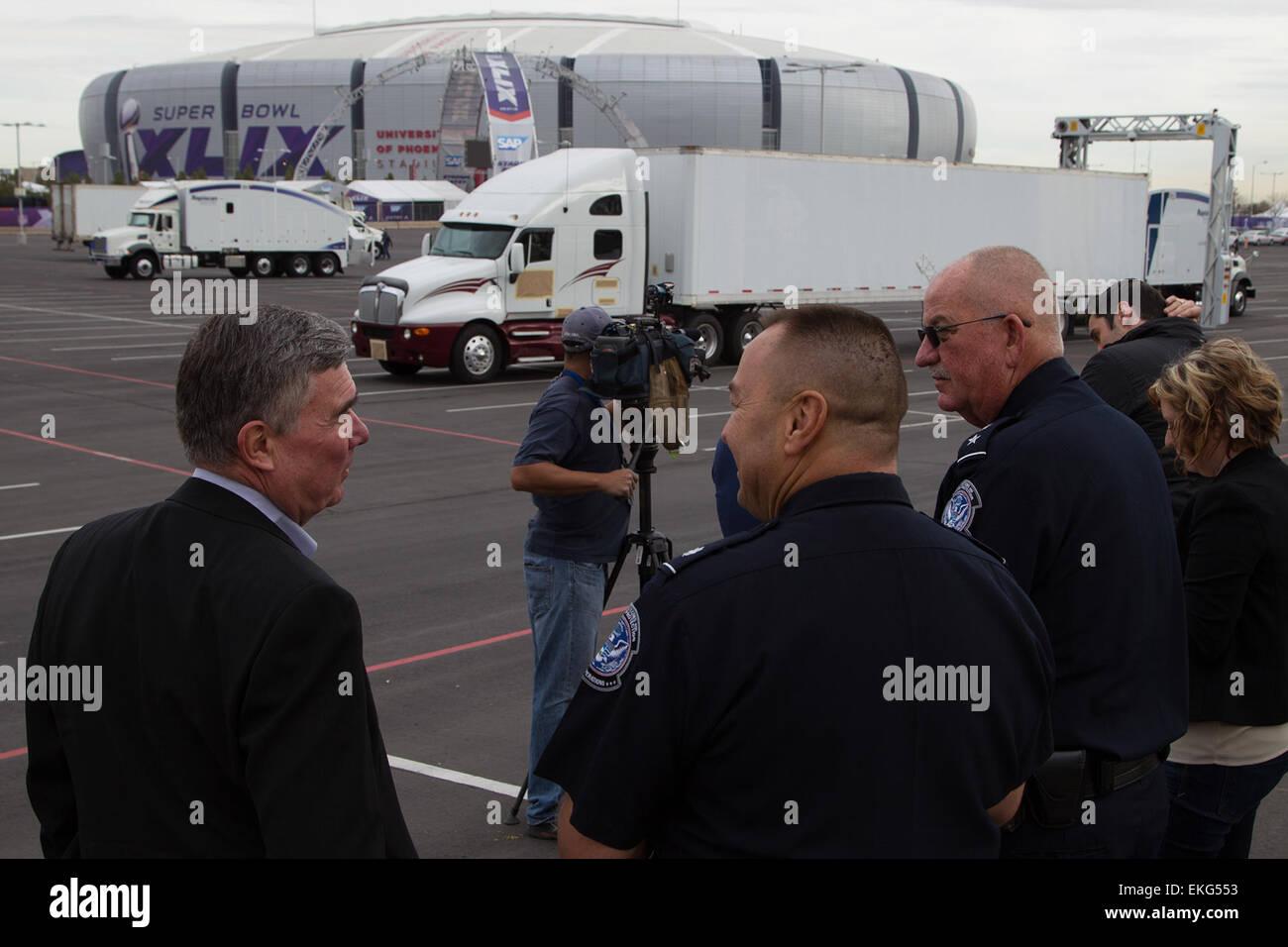 012615:CBP background support during Super Bowl XLIX.  CBP Commissioner Kerlikowske at the CBP Non Intrusion Inspection - Stock Image