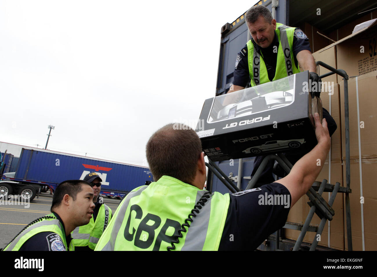 US Customs and Border Protection Field Officers conduct inspection of vehicles at a port of entry in Seattle, Washington. - Stock Image