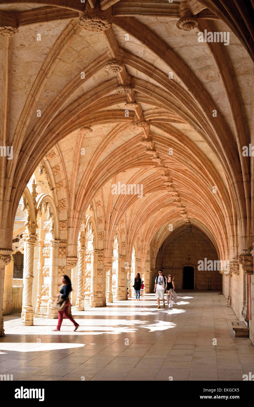 Portugal, Lisbon: Tourists visiting  the medieval cloister of Jeronimos Monastery in Belém - Stock Image