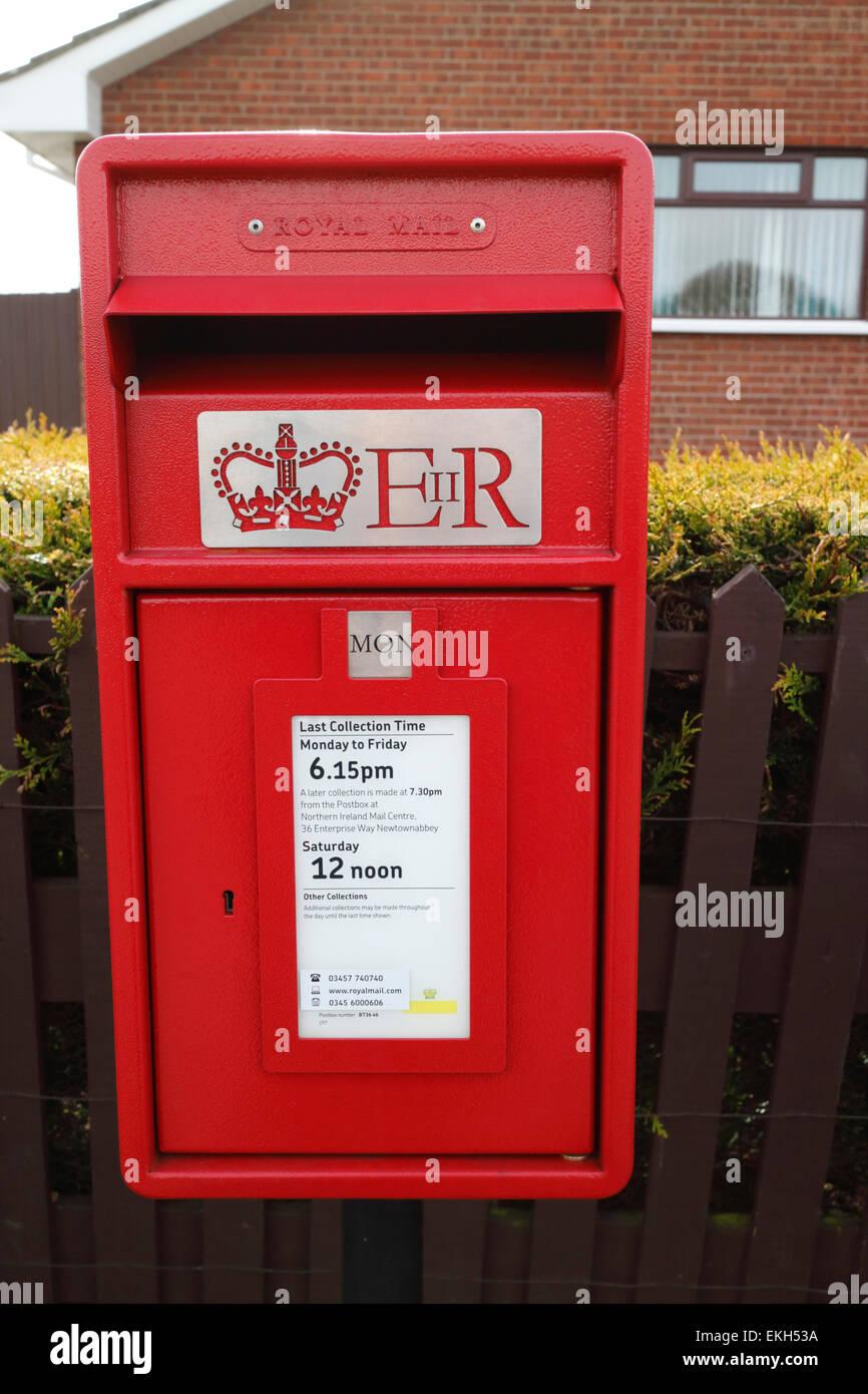 new royal mail pillar box postbox - Stock Image