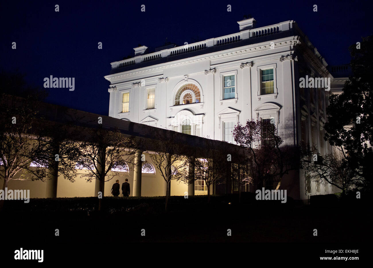 07.MARCH.2012. WASHINGTON D.C  PRESIDENT BARACK OBAMA AND NATIONAL SECURITY ADVISOR TOM DONILON WALK ALONG THE COLONNADE - Stock Image