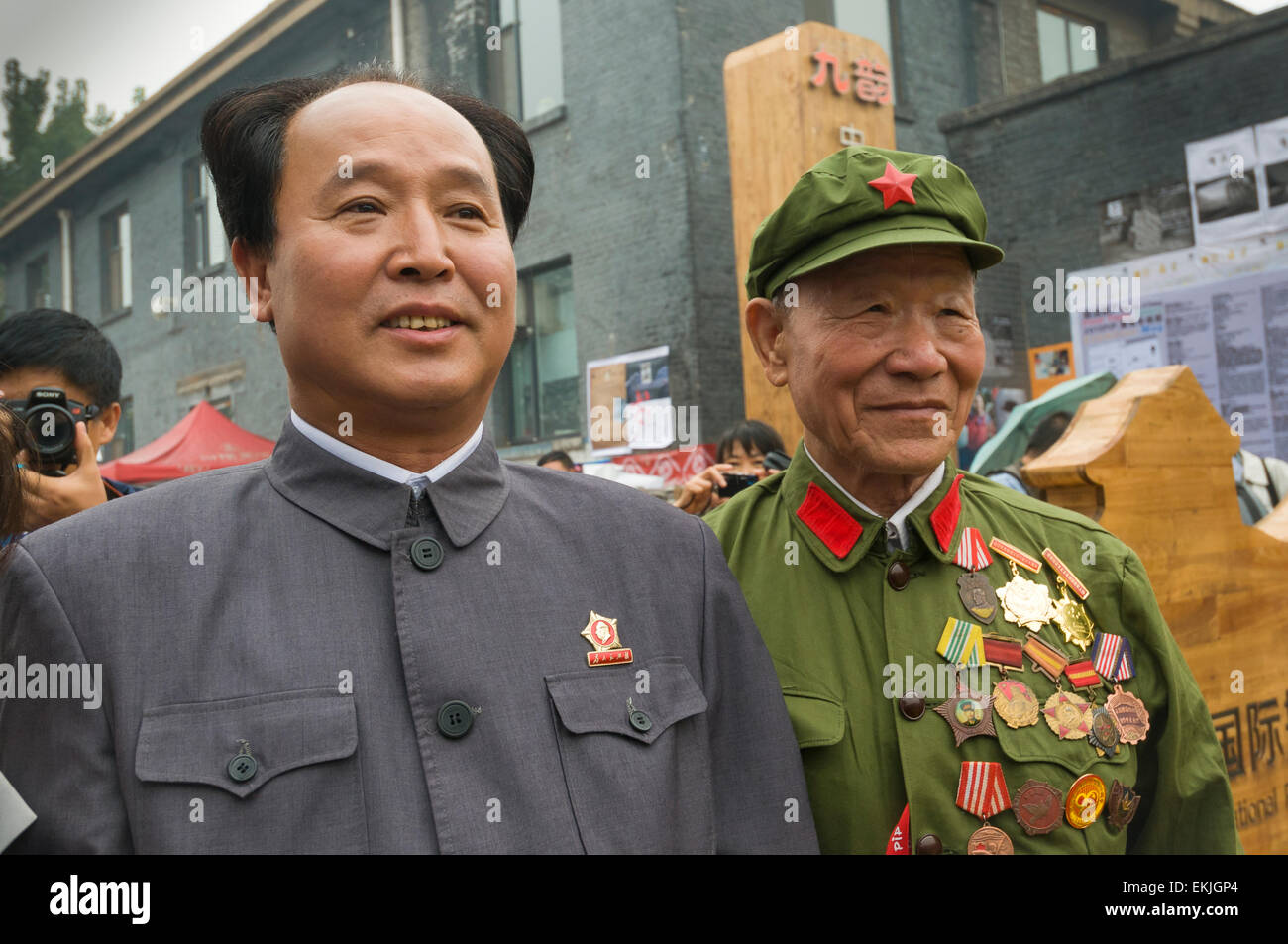 A Mao Zedong look alike and veteran army soldier visit a festival in the ancient walled city of Pingyao, Shanxi - Stock Image