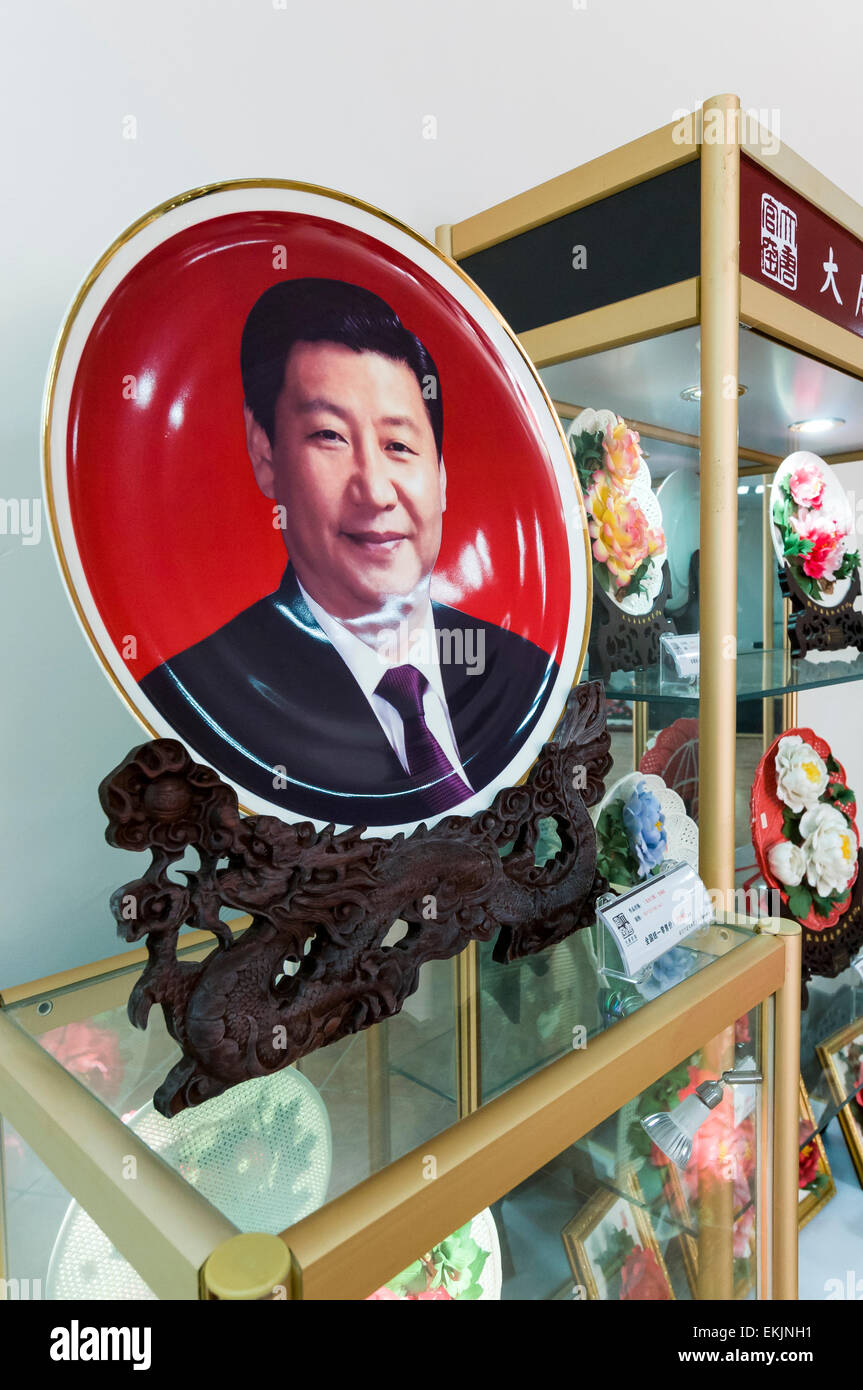Commerative porcelain plate depicting President Xi Jinping at Tang Luyoang Peony Porcelain , Luyoang, Henan Province, - Stock Image