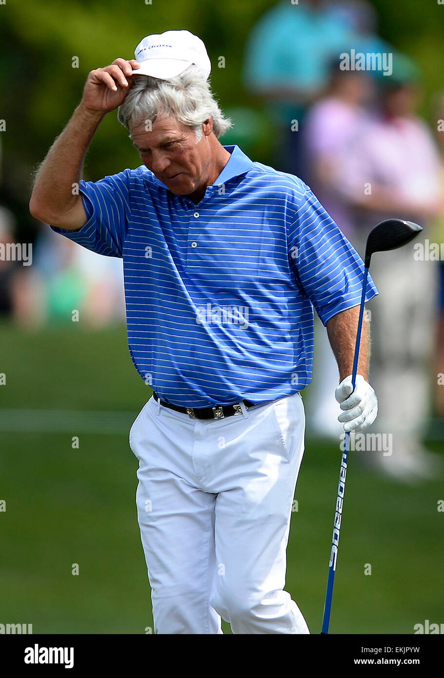 Augusta, Georgia, USA. 10th Apr, 2015. Ben Crenshaw tips his cap to fans along the eighth fairway during second - Stock Image
