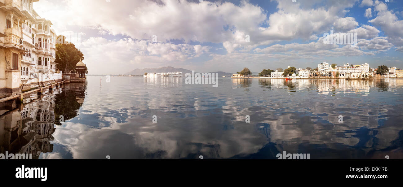 Lake Pichola Panorama with white palace in the center at cloudy sky in Udaipur, Rajasthan, India - Stock Image