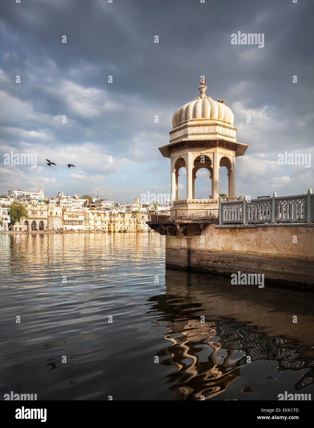 White tower with arches near Lake Pichola at cloudy sky in Udaipur, Rajasthan, India - Stock Image