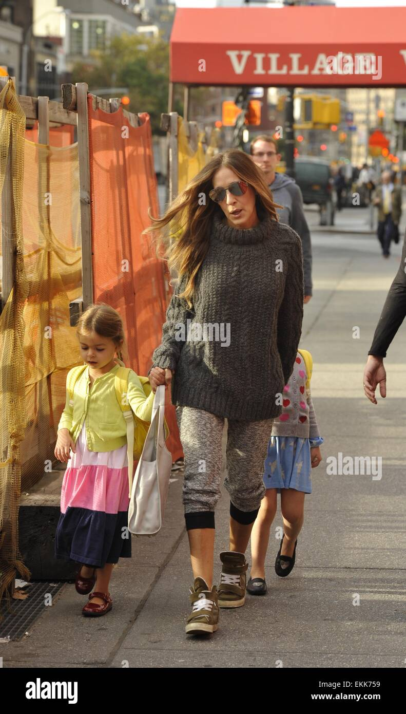 5717e86f889 Sarah Jessica Parker takes twin daughters