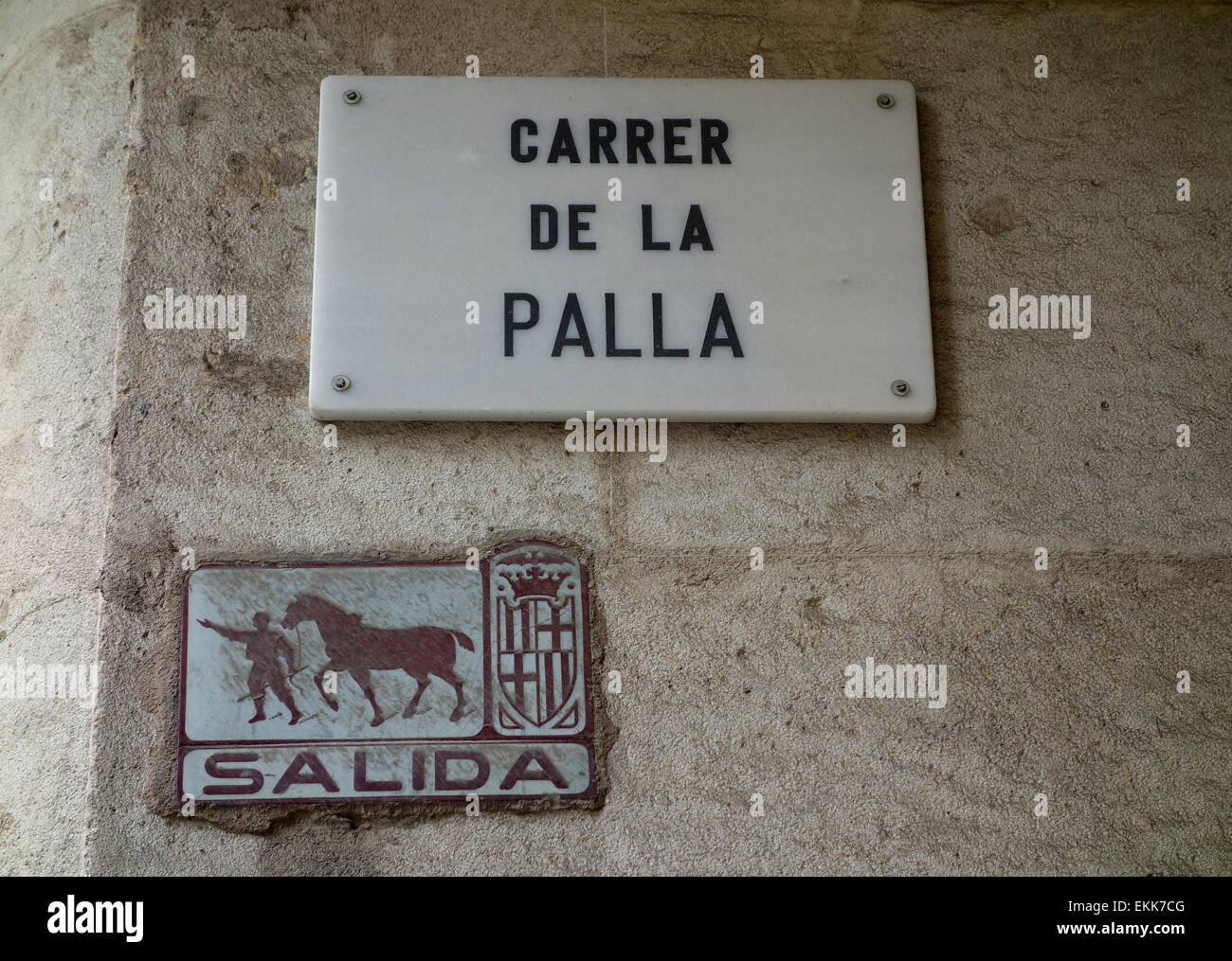Carrer de la Palla and Salida (way out) street signs on wall in Gothic Quarter of Barcelona, Catalonia, Spain - Stock Image