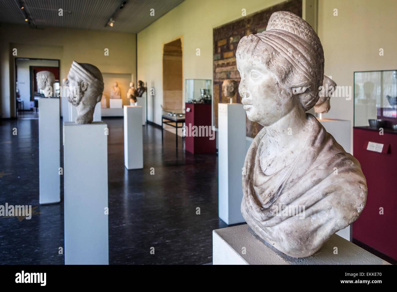 Collection of antiquity sculptures in the Cinquantenaire Museum / Jubelparkmuseum in Brussels, Belgium - Stock Image