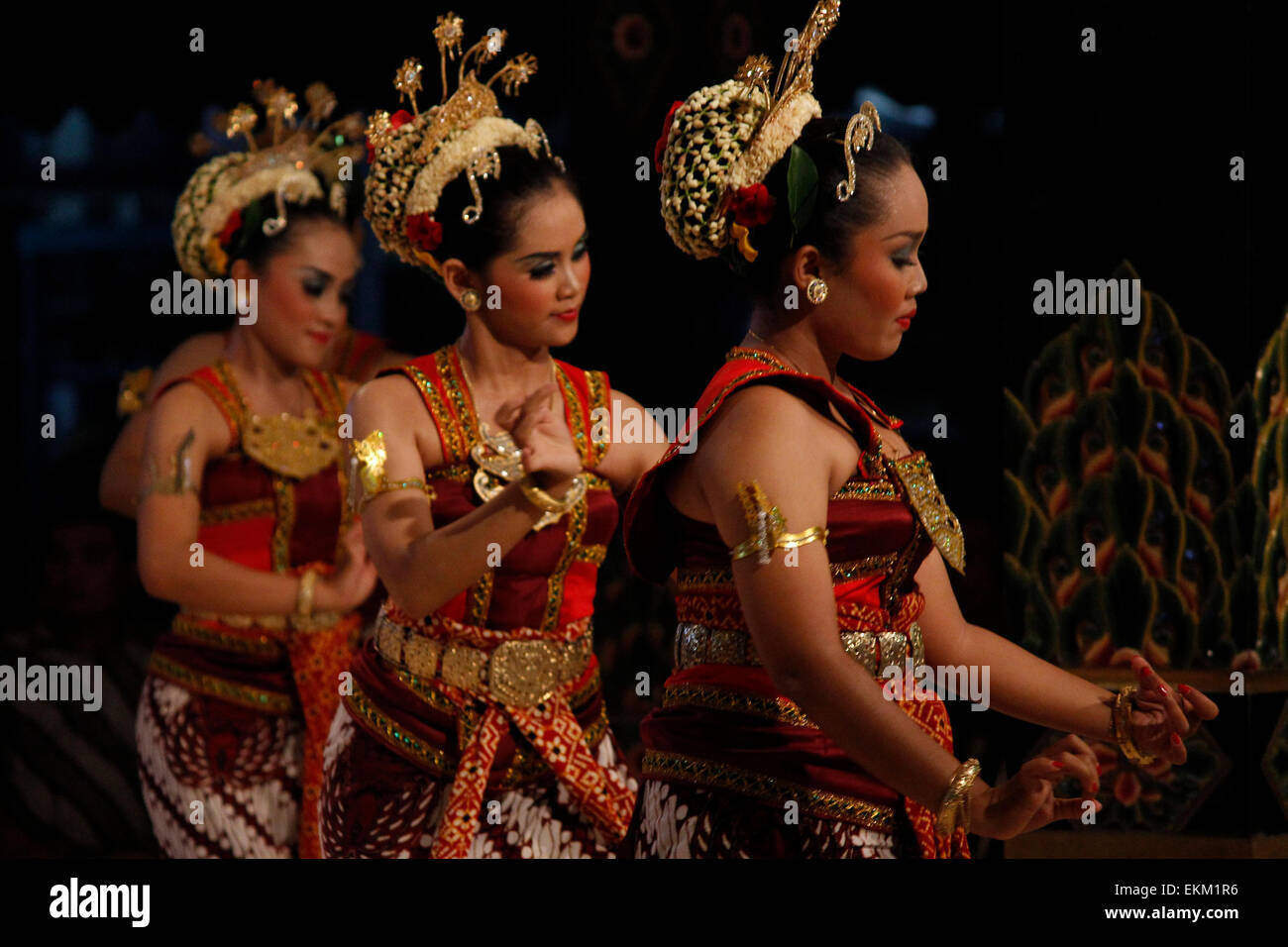 East Jakarta, Indonesia  11th Apr, 2015  Dancers perform a