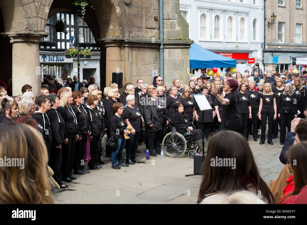 Got 2 Sing perform in the Square as part of The Big Busk, Shrewsbury, Shropshire, England. - Stock Image