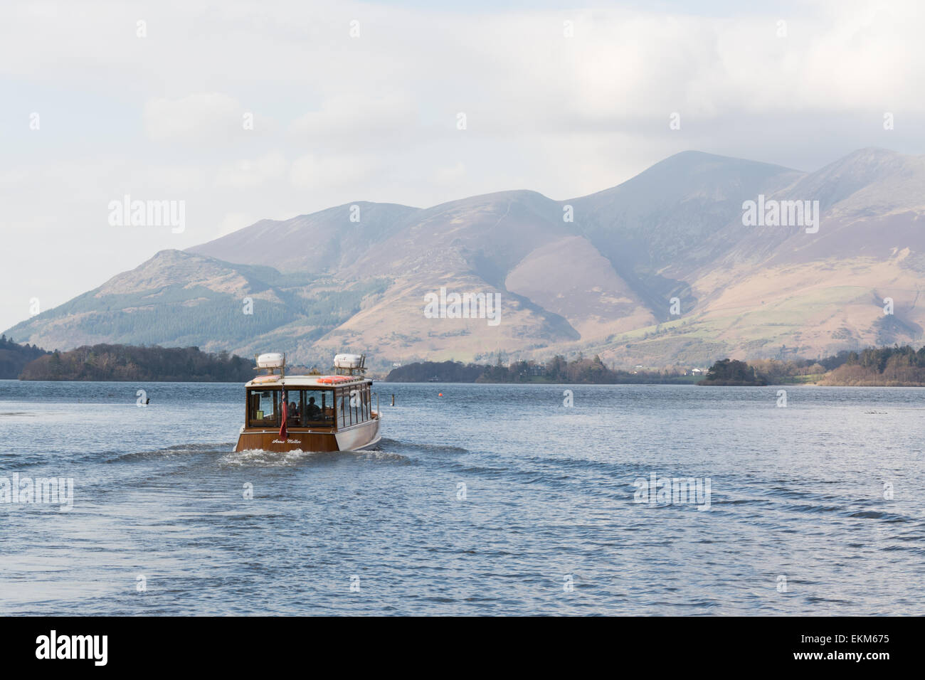 DERWENTWATER, KESWICK, LAKE DISTRICT, ENGLAND - The launch boat heading from Lodore Falls towards Keswick and The - Stock Image