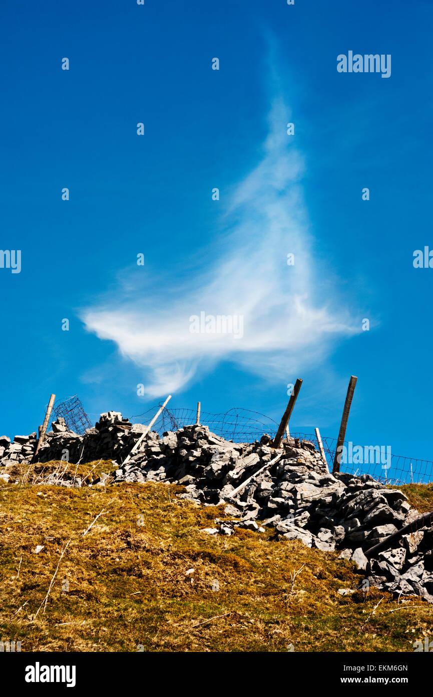 Wispy cloud over Dentdale, Yorkshire Dales National Park, UK - Stock Image