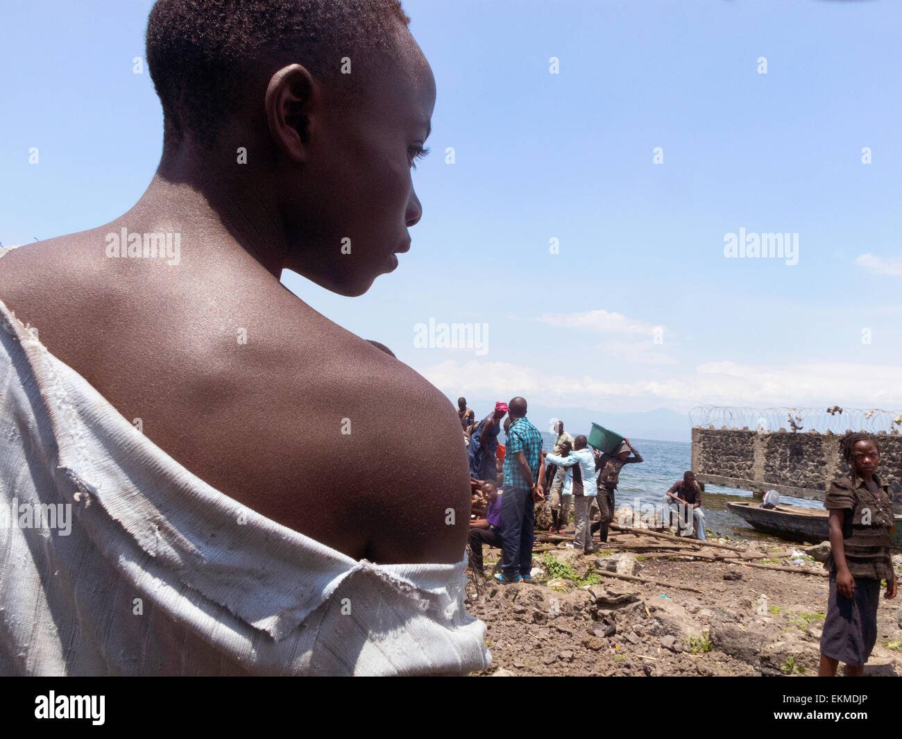 An african Congolese woman on the shore of Lake Kivu at Goma, Democratic Republic of Congo ( DRC ), Africa - Stock Image