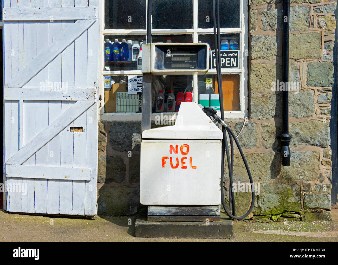 Petrol station in Montgomery, Powys, Wales, UK, with sign on petrol pump: No Fuel - Stock Image