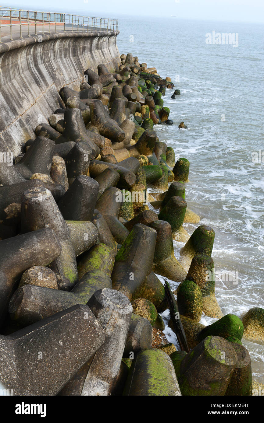 Concrete tetrapod tetrapods coastal sea defences Isle of Wight - Stock Image