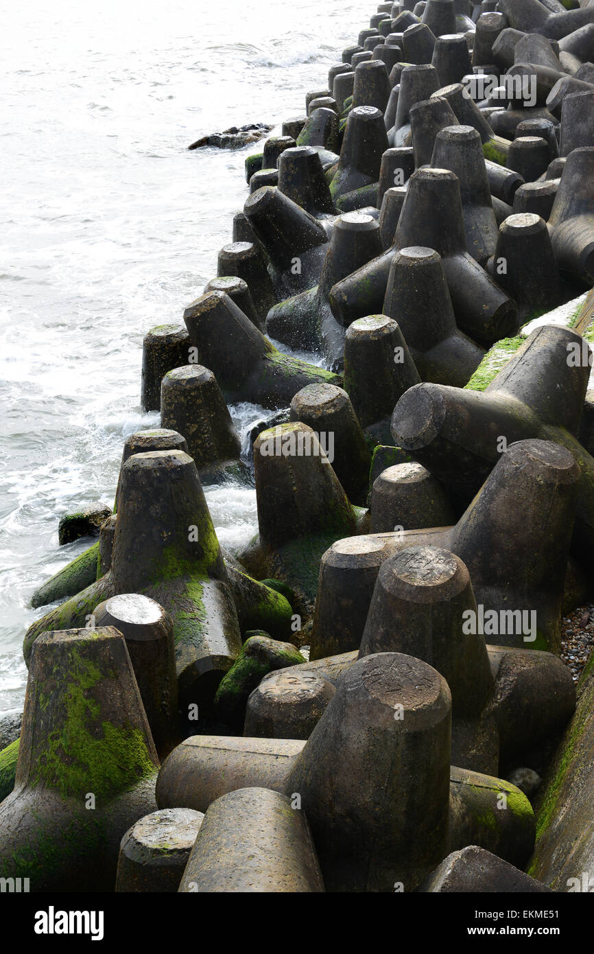 Concrete tetrapod tetrapods coastal sea defences - Stock Image