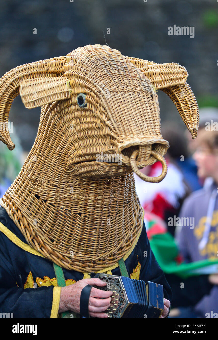 The Armagh Rhymers (Mummers) perform their unique Irish mumming at the 44th Pan Celtic Nations Festival in Londonderry - Stock Image