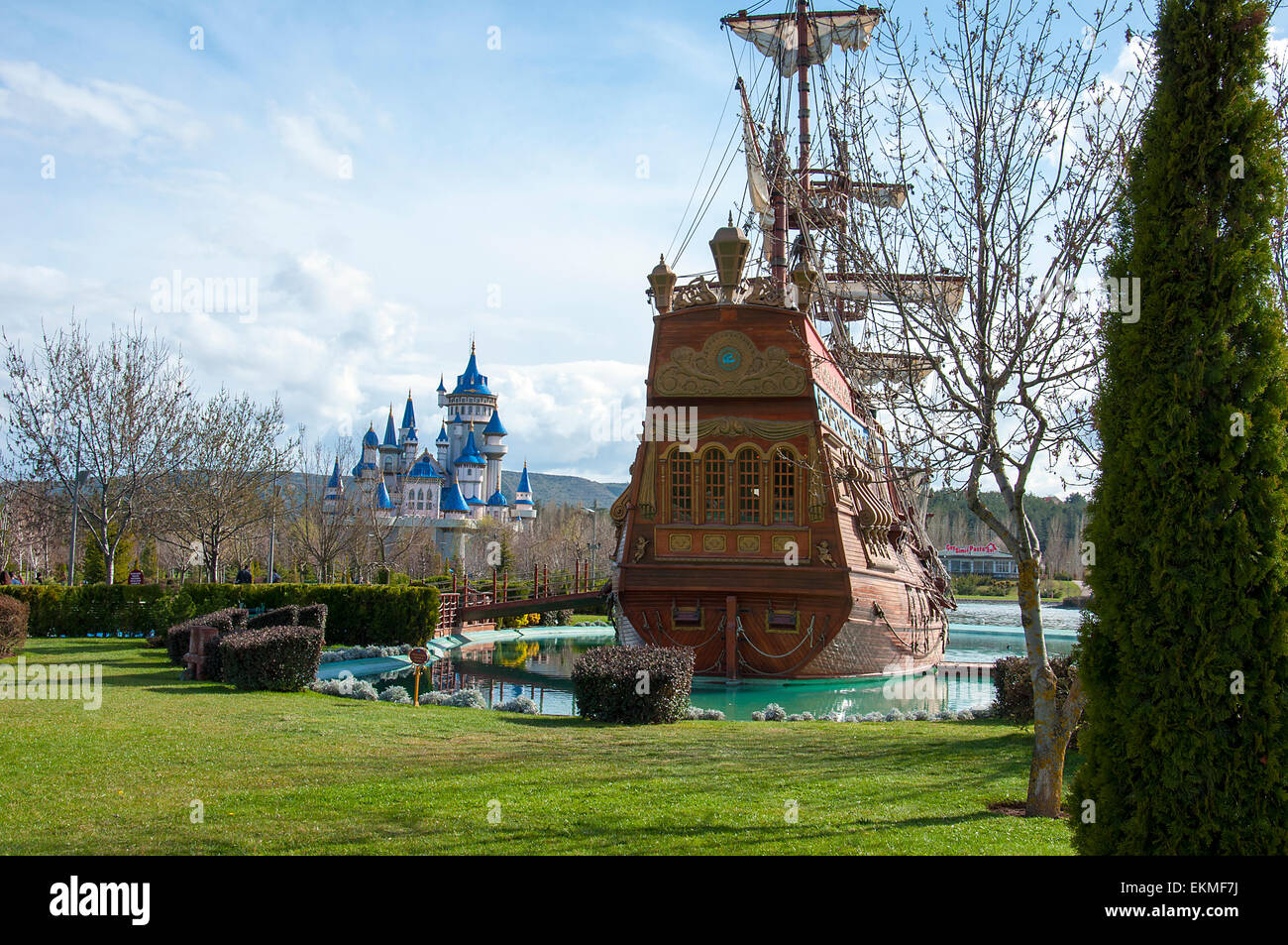 Etonnant Pirate Ship In Garden Of Tale   Stock Image