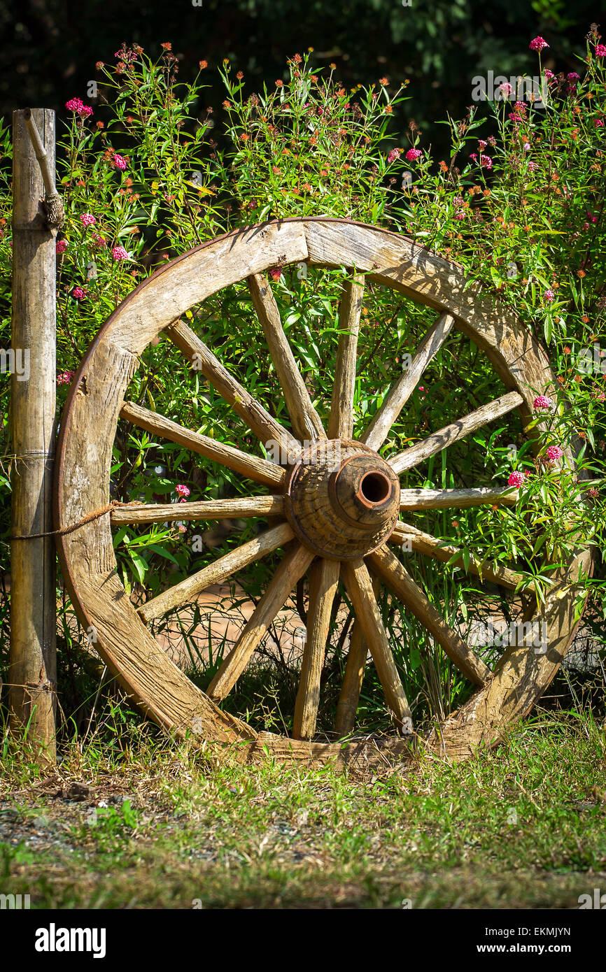 Old Wagon Wheel Fence Stock Photos & Old Wagon Wheel Fence Stock ...