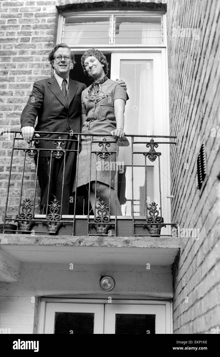 Tory party Leadership Contestants. Sir Geoffrey and Lady Howe at their home in S.W. London. February 1975 75-0725 - Stock Image