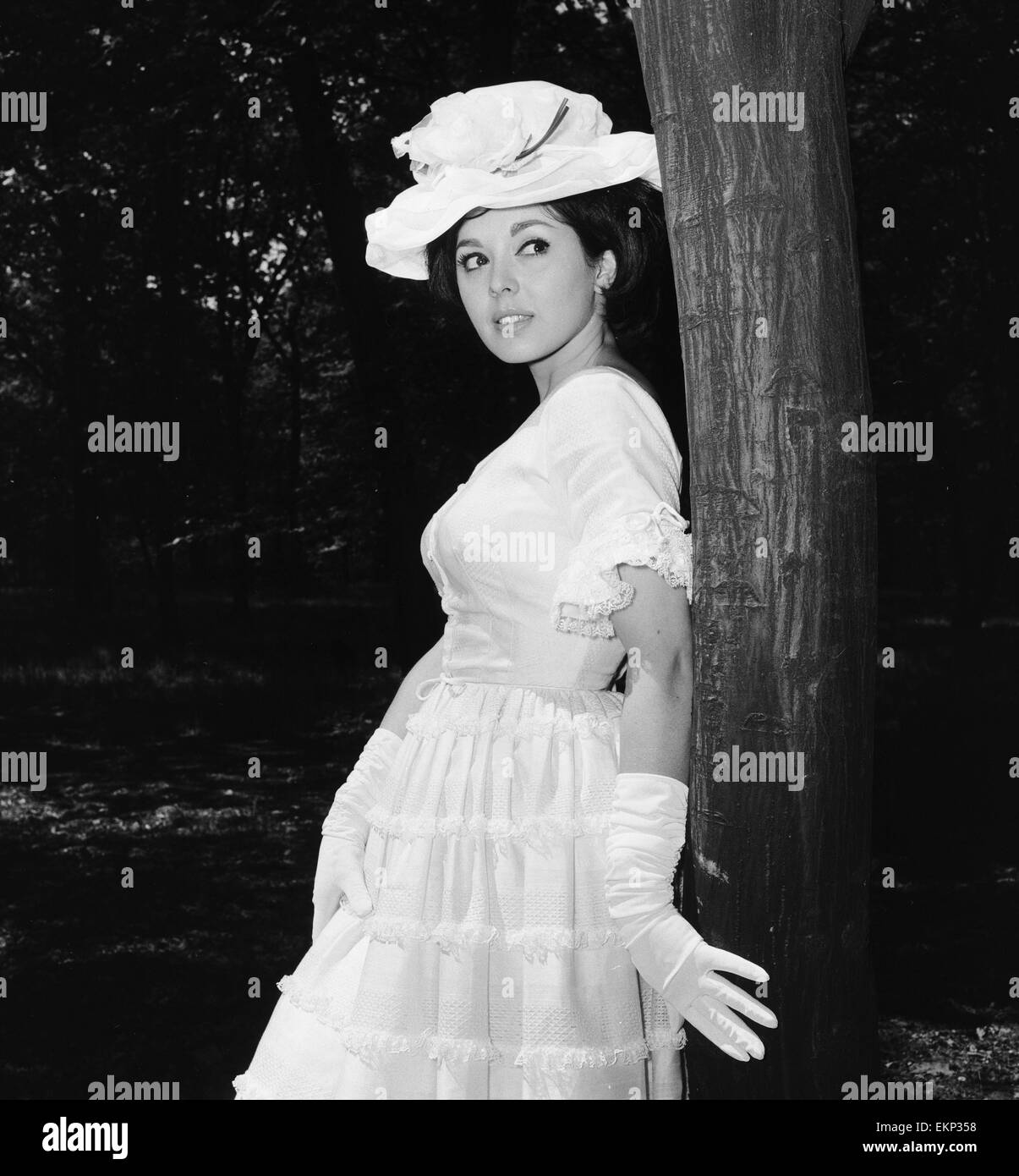 Actress and singer Susan Maughan, aged 20, photographed in a park near her home in Hornsey, London wearing an Ascot - Stock Image