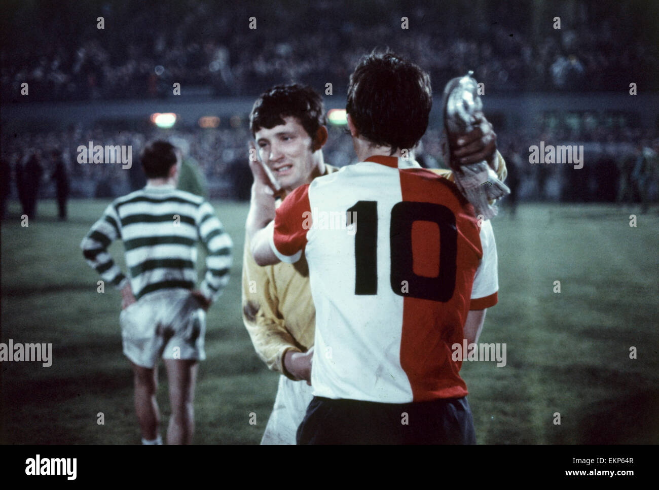 European Cup Final Celtic v Feyenoord. Evan Williams Celtic keeper embraces Rinus Israïl at the end of the - Stock Image