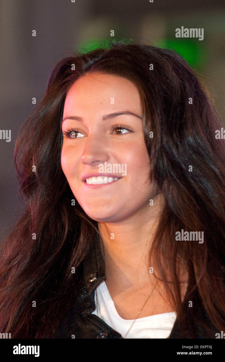 e3d10113e9da7 18.SEPTEMBER.2011. MANCHESTER MICHELLE KEEGAN AT THE PEOPLES CATWALK AT THE  TRAFFORD