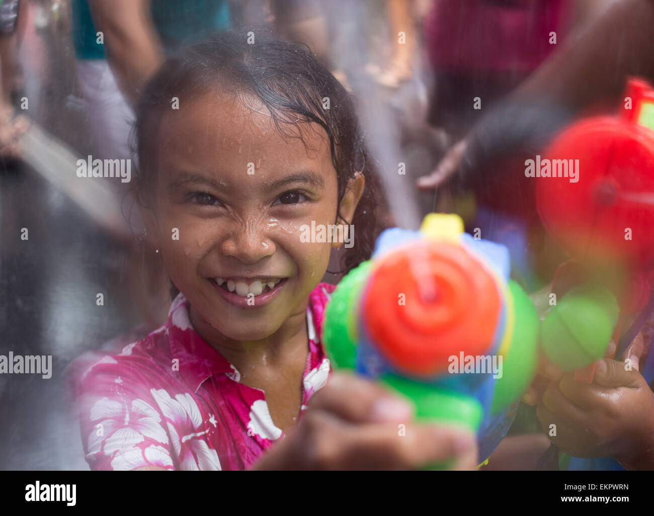 Bangkok, Thailand. 13th April, 2015. A young girl fires her water pistol during the annual Songkran festival on - Stock Image