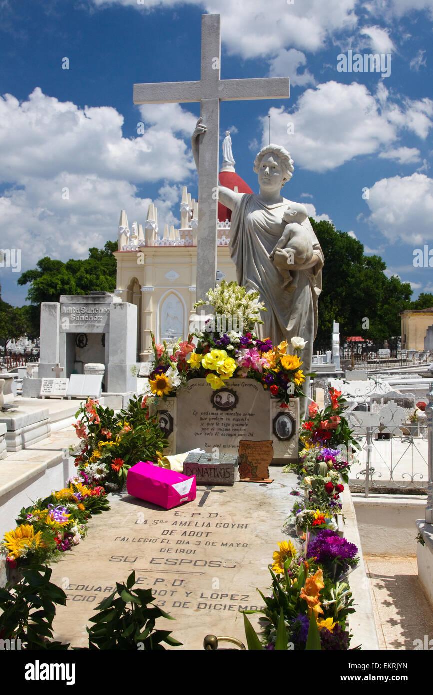 'La Milagrosa' The grave of Amelia Goyri de Adot in the Cementerio de Cristobal Colon in Vedado,Havana,Cuba - Stock Image