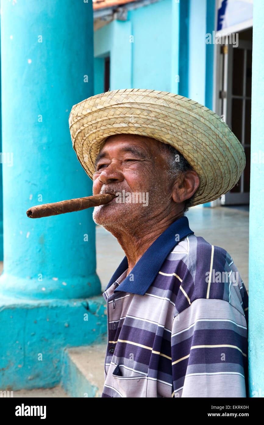 A Cuban man in Vinales smoking a cigar - Stock Image