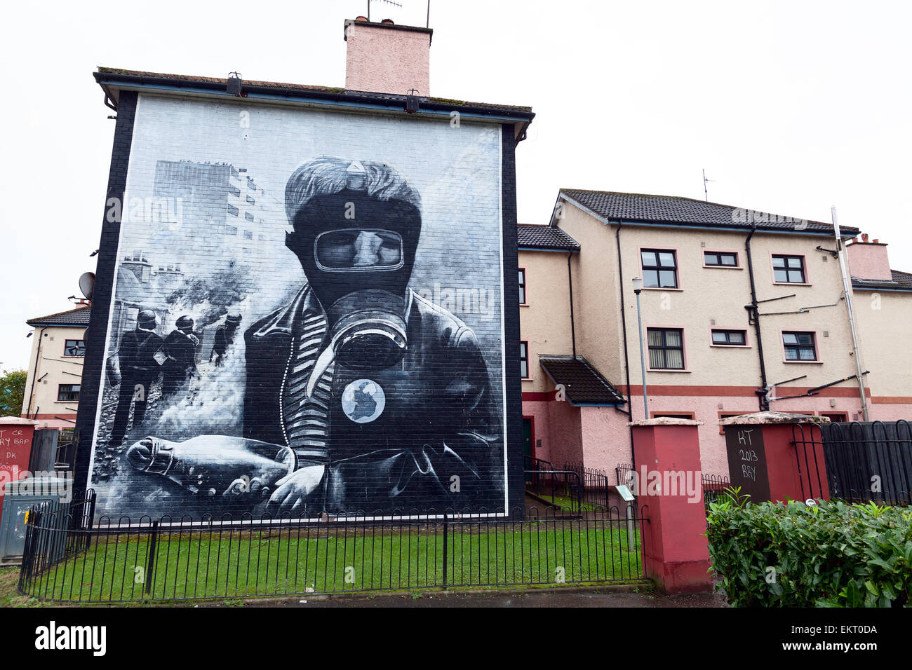Londonderry, Northern Ireland : petrol bomber mural - Stock Image
