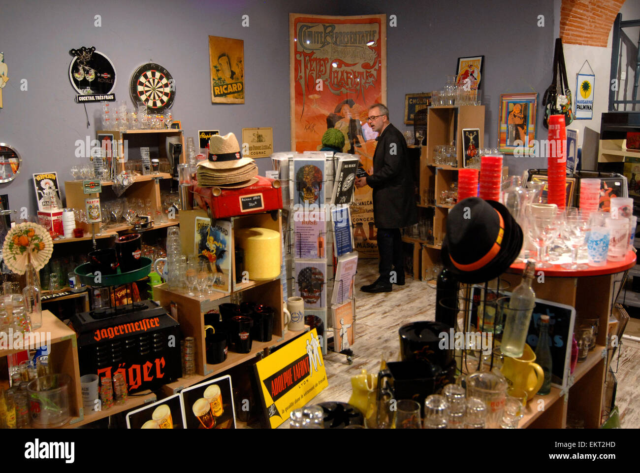 Antiques Shop Au Bazar de Beru ,Rue de Sainte Ursule Toulouse, Midi-Pyrénées, France - Stock Image