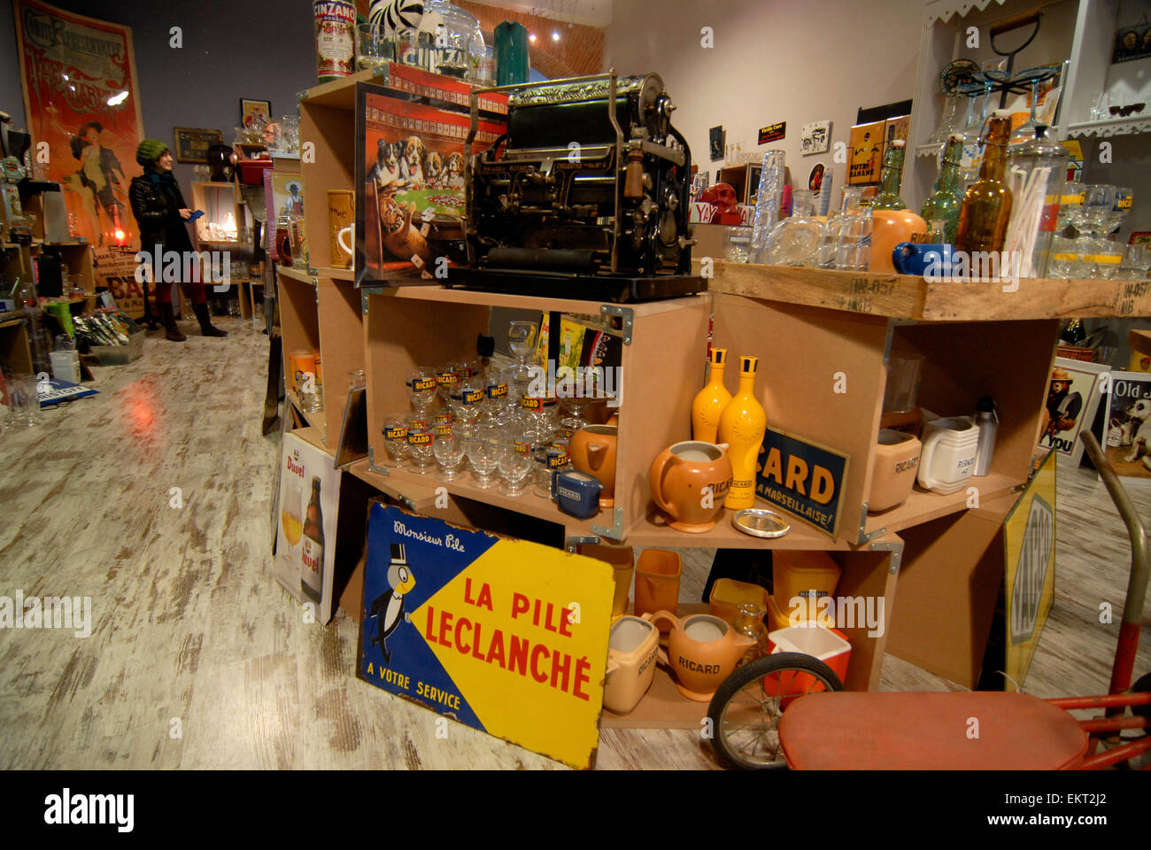 Antiques Shop Au Bazar de Beru ,Rue de Sainte Ursule Toulouse, Midi-Pyrénées, France Stock Photo