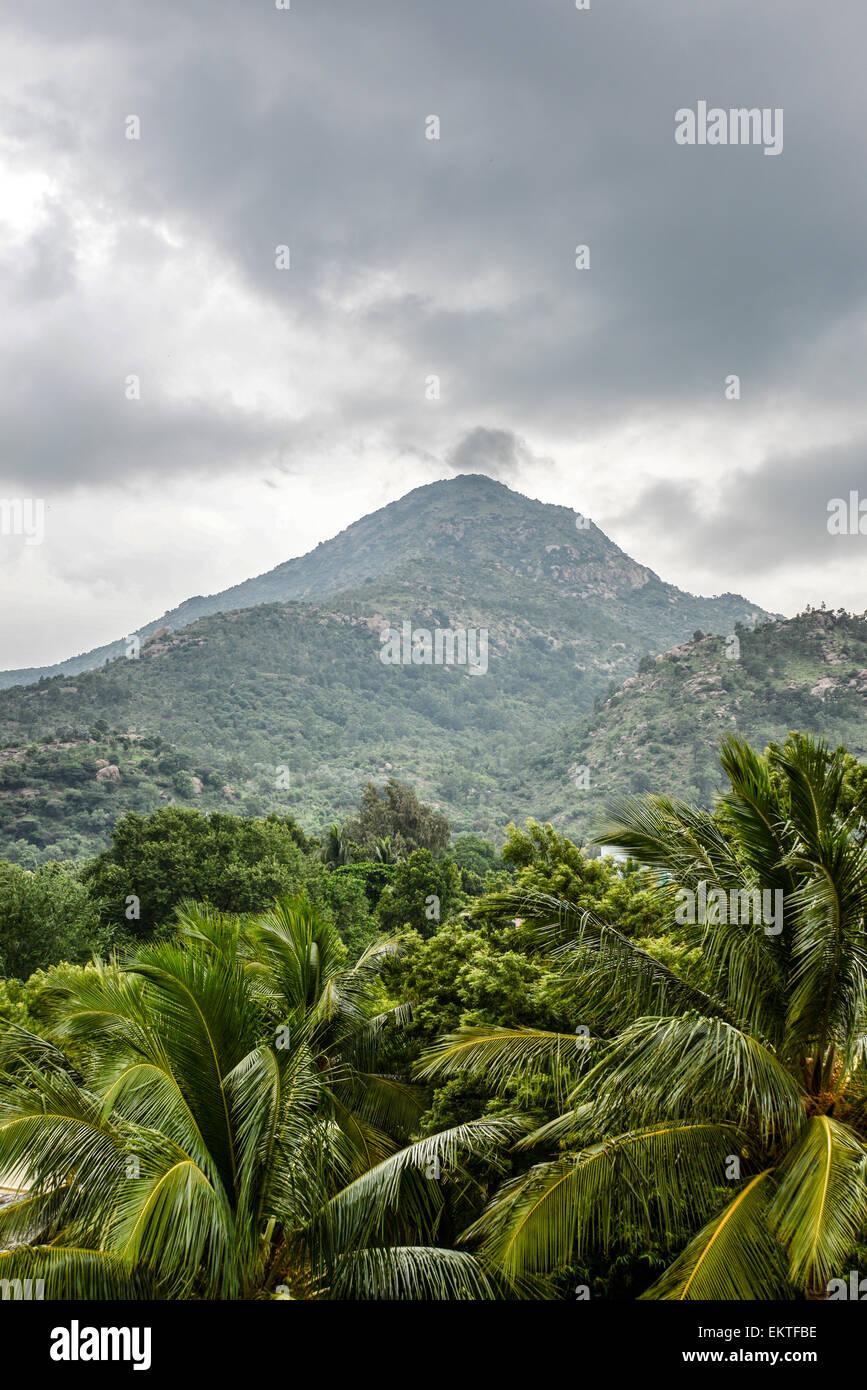 Foggy Landscape of the sacred  Arunachala Hill, near Tiruvannamalai, Tamil Nadu, India - Stock Image