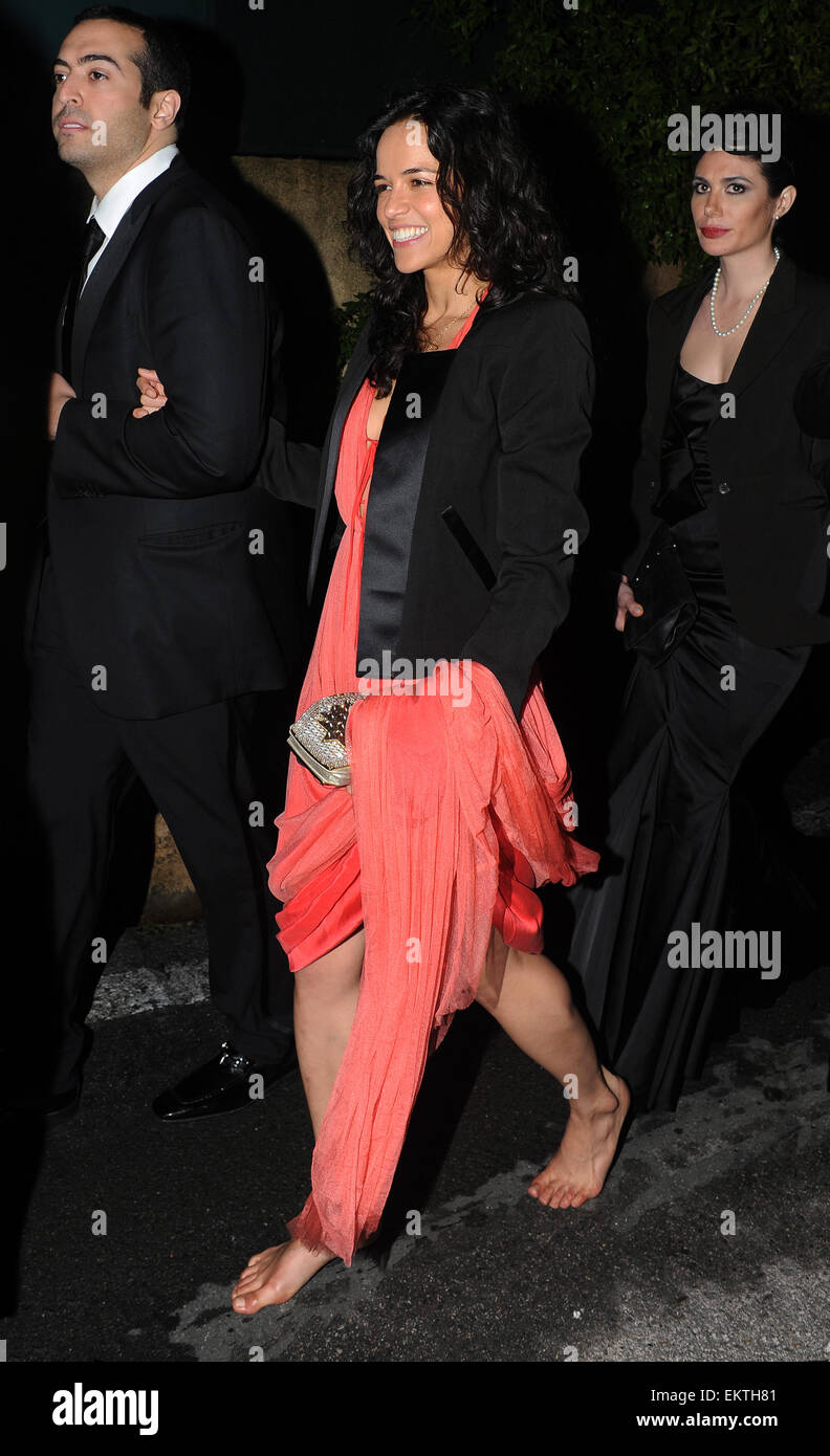 21may2012-cannes-michelle-rodriguez-walk