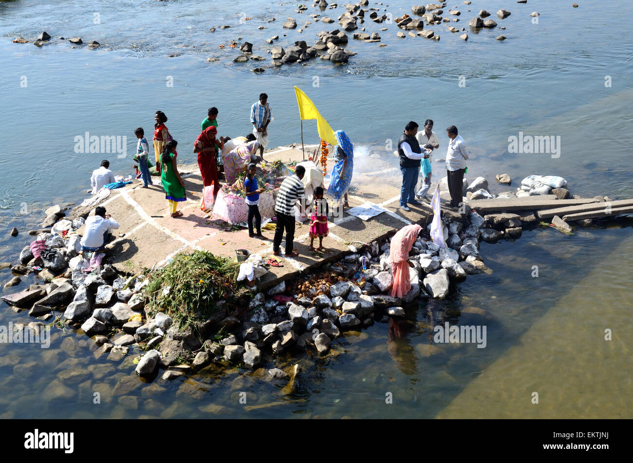 Indian Hindu worshipers at the Narbada River Shiva Festival Madhya Pradeshn India - Stock Image