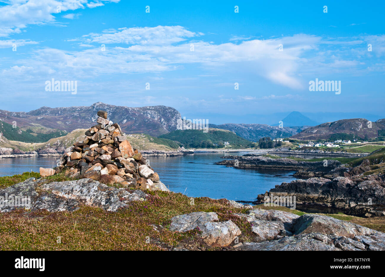 Scourie Bay from the headland past Scouriemore, Creag a' Bhadaidh Daraich top left, Ben Stack visible on the - Stock Image