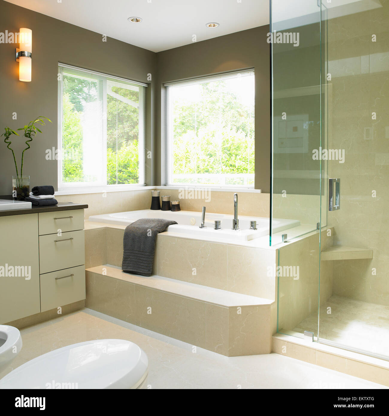 Soaker Tub Stock Photos & Soaker Tub Stock Images - Alamy